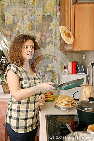 woman cooking pancakes