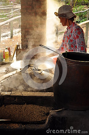 Free Woman Cooking Rice Paste To Make Rice Noodles, Vietnam Royalty Free Stock Photos - 98357788