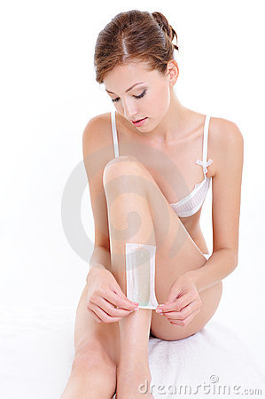 Woman depilatу for legs  with waxing