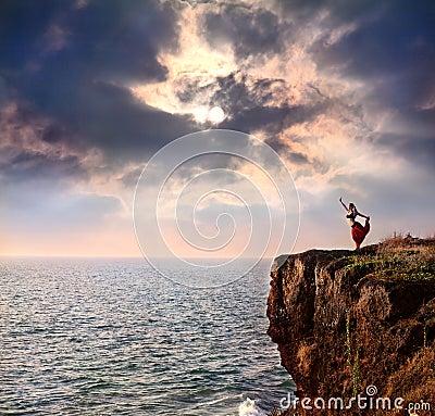 Free Woman Doing Natarajasana Dancer Yoga Pose Stock Images - 20198894