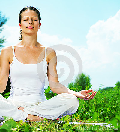 Free Woman Doing Yoga Exercise Royalty Free Stock Images - 32101519