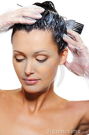 Free Woman Dyeing Hairs Royalty Free Stock Images - 11243999