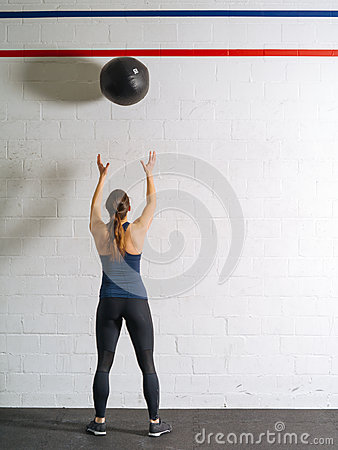 Free Woman Exercising With The Medicine Ball Royalty Free Stock Photo - 86671015