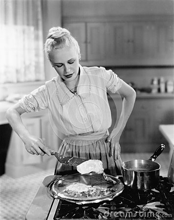 Free Woman Flipping Eggs On Stove Royalty Free Stock Images - 52012369