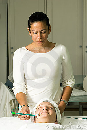 Free Woman Getting A Facial - Vertical Royalty Free Stock Photography - 5509737