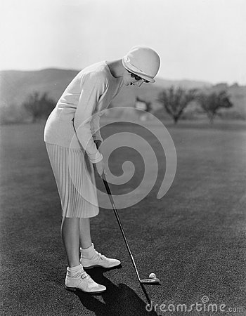 Free Woman Golfing Royalty Free Stock Images - 52004159