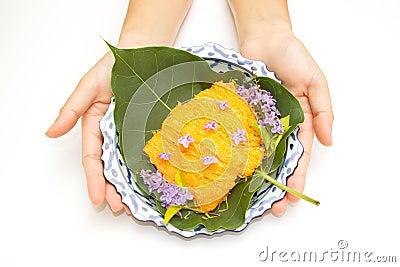 Woman hand give  a lai thai dish of thai desert