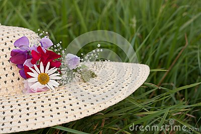 A woman hat  on a green grass