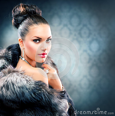 Free Woman In Luxury Fur Coat Royalty Free Stock Photos - 26467368