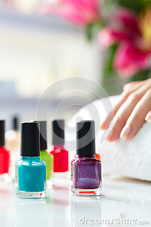 Free Woman In Nail Salon Receiving Manicure Stock Photography - 28557762