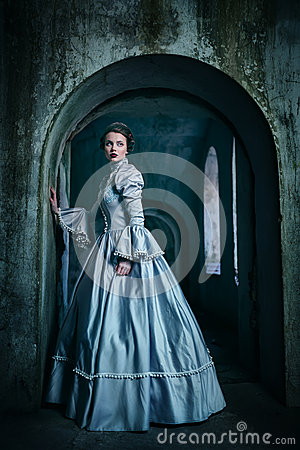Free Woman In Victorian Dress Royalty Free Stock Photo - 49264385