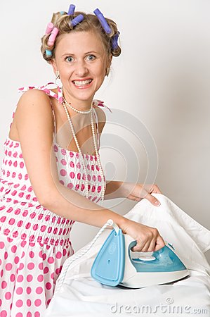 woman-ironing-clothes-15443379.jpg