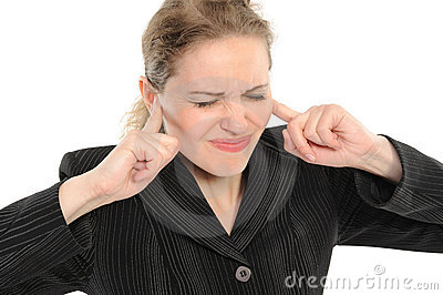 Woman with  its fingers covering his ears
