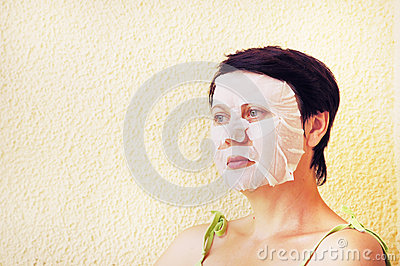 Woman makes facial cosmetic procedures