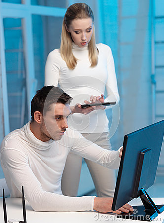 Woman and man with computer in the lab
