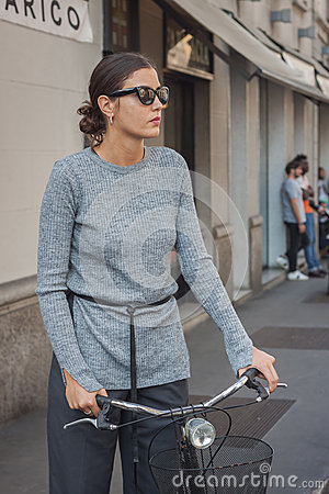 Free Woman Outside Trussardi Fashion Shows Building For Milan Women S Fashion Week 2014 Royalty Free Stock Images - 45270559