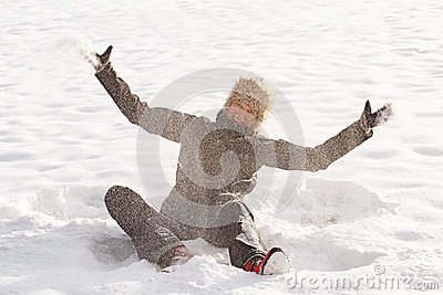 Woman play in the snow