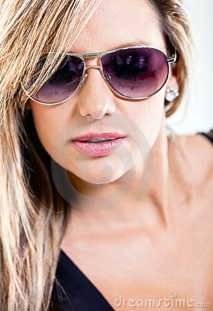 Woman portrait with sunglasses