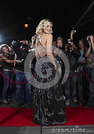 Free Woman Posing On Red Carpet In Front Of Fans Royalty Free Stock Image - 31838546
