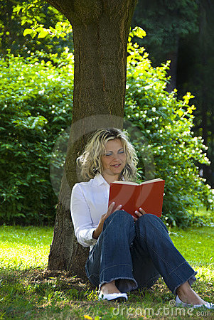 Free Woman Reading Book  Royalty Free Stock Image - 9486866