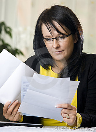 Free Woman Reading Paperwork Stock Photos - 7711853