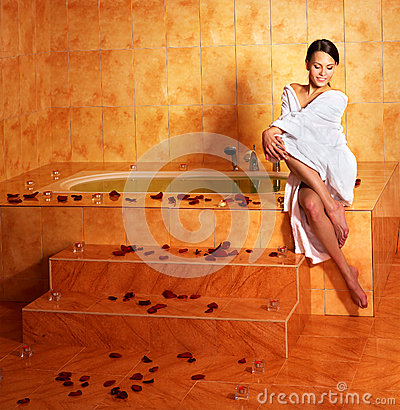 Free Woman Relaxing In Bath. Stock Photo - 35353560