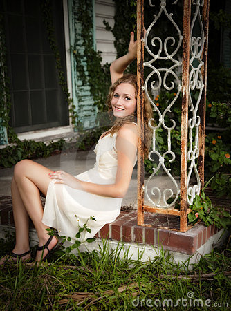 Free Woman Relaxing Outdoors Royalty Free Stock Photos - 15804588