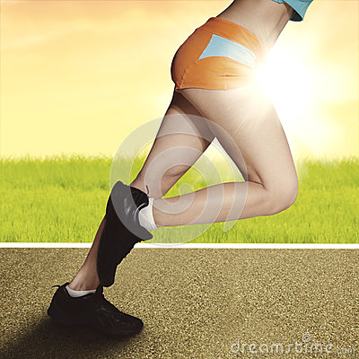 Free Woman Running At Sunrise With Muscular Legs Royalty Free Stock Images - 34913559