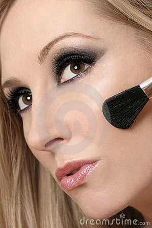 Free Woman S Face And Makeup Brush Royalty Free Stock Images - 970329
