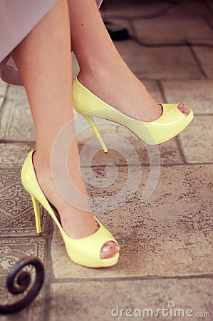 Free Woman S Legs In Light Yellow Open-toe Pumps. Woman Sitting In A Royalty Free Stock Image - 52260036