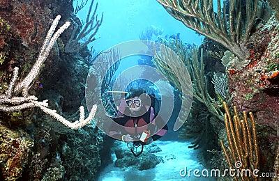 Woman Scuba diver in Roatan