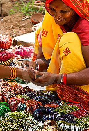Free Woman Selling Bangles Stock Images - 19109774