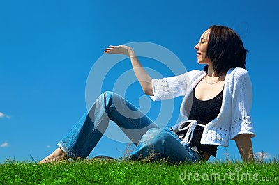 Woman sit in green field