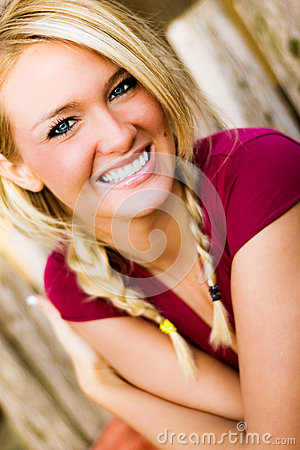 Free Woman Smiling - Blonde Model For Fall Fashion Stock Photography - 42566772