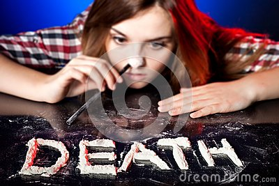 Woman snorting cocaine or amphetamines, death