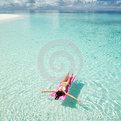 Free Woman Swim And Relax On Inflatable Mattress In The Sea Royalty Free Stock Image - 127144176