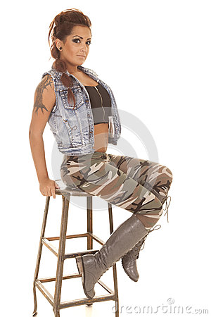 Woman tattoos camo sit look