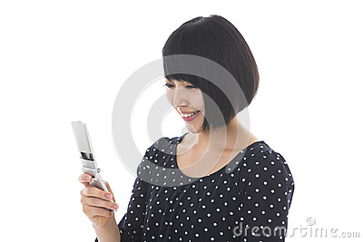 Woman to see a cellphone