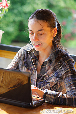 Woman using her laptop outdoors.