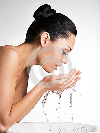Free Woman Washing Her Clean Face With Water Royalty Free Stock Photography - 34330227
