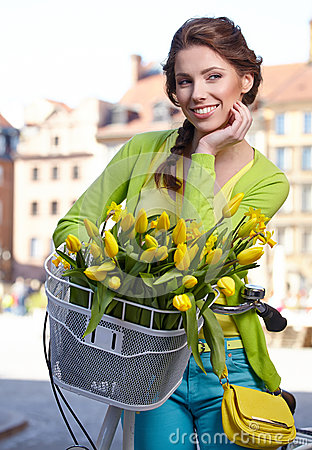 Free Woman Wearing A Spring Skirt Like Vintage Pin-up Holding Bicycle Royalty Free Stock Image - 39369066