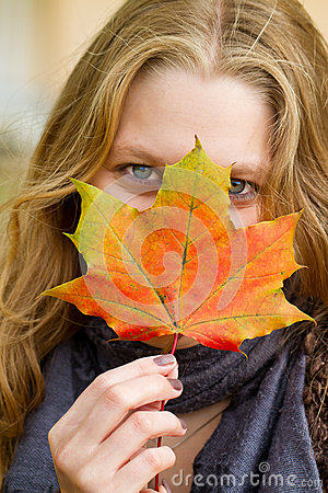 Free Woman With Autumn Leaf Stock Photography - 42936252