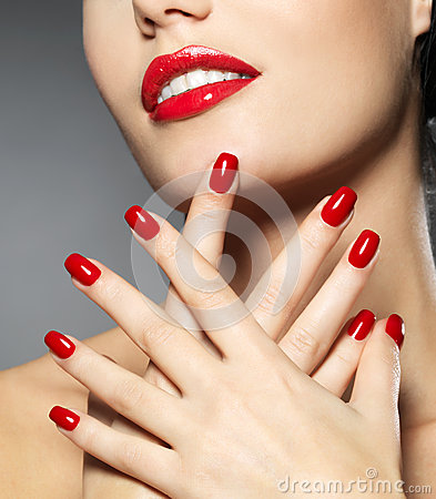 Free Woman With Fashion Red Nails And Sensual Lips Royalty Free Stock Images - 27953629