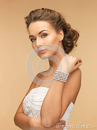 Free Woman With Pearl Earrings And Bracelet Stock Image - 31870331