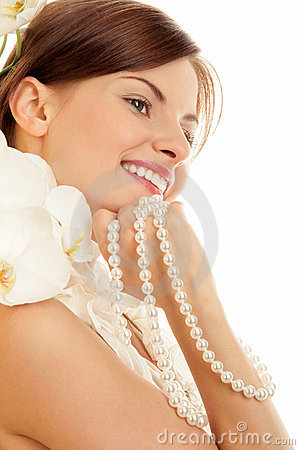 Free Woman With Pearls Royalty Free Stock Photos - 13243578