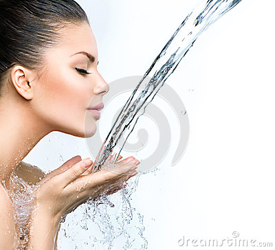 Free Woman With Splashes Of Water In Her Hands Royalty Free Stock Photos - 41215218