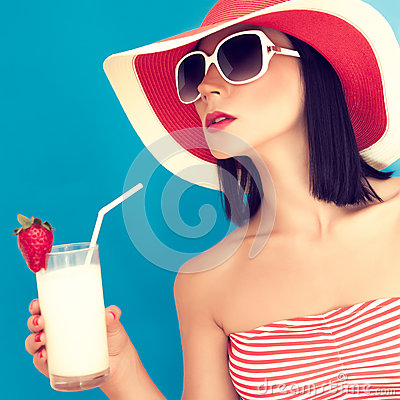 Free Woman With Sunglasses Drinking A Cocktail Royalty Free Stock Images - 25340169