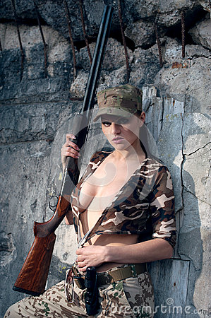 Free Woman With Weapon Royalty Free Stock Photos - 42379318
