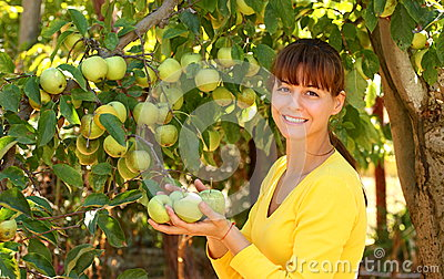 Woman wtih apple