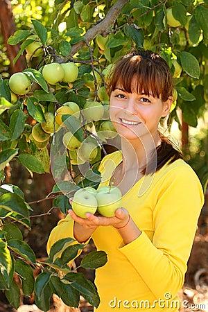 Woman wtih apples